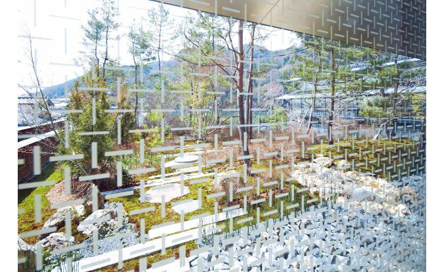 福田美術館の網代文様のガラス