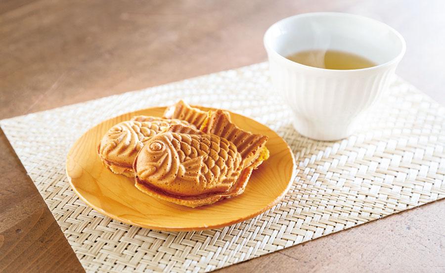 モチモチの皮がおいしいたい焼きと日本茶