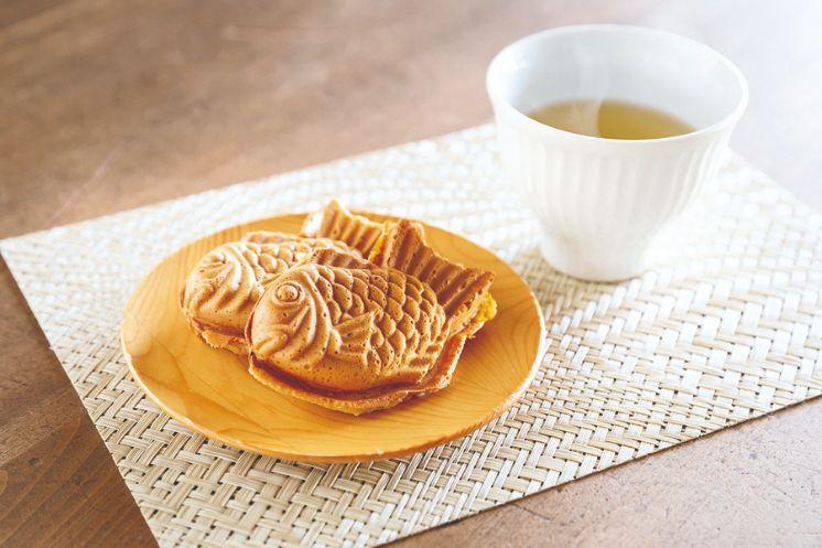 桜あんのたい焼きと日本茶