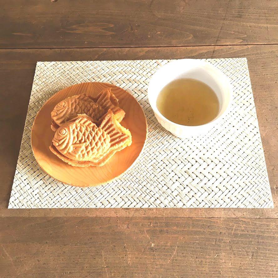 小ぶりのたい焼きと日本茶