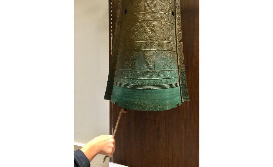 銅鐸のレプリカ