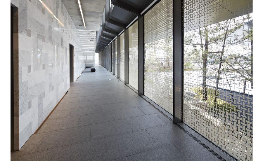 福田美術館の渡り廊下