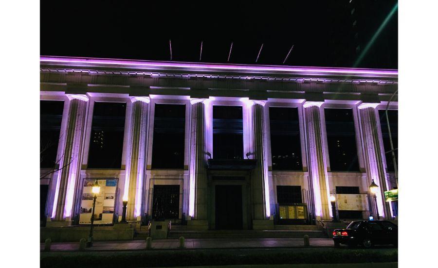 夜の神戸市立博物館の外観ライトアップ