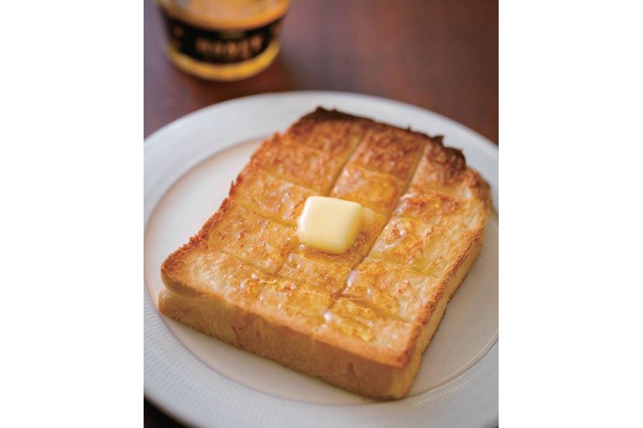 バターとハチミツが乗った食パン