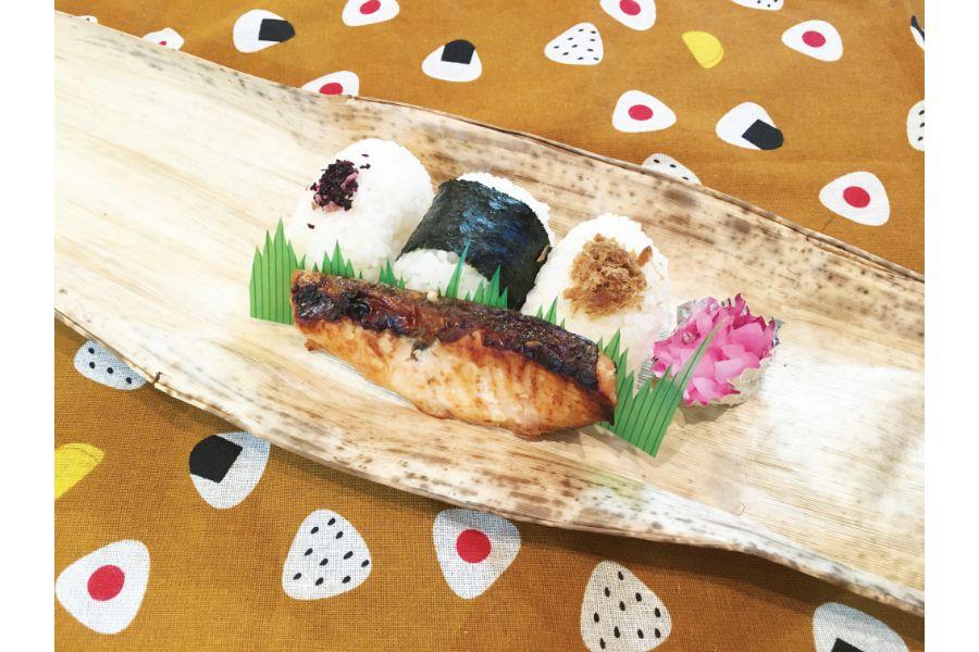 おむすびと鮭のお弁当