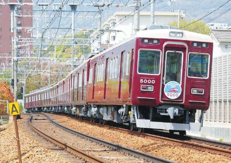 走行する阪急5000系車両