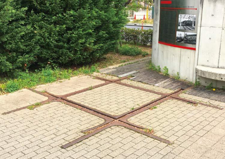 地面に残されたダイヤモンドクロス跡