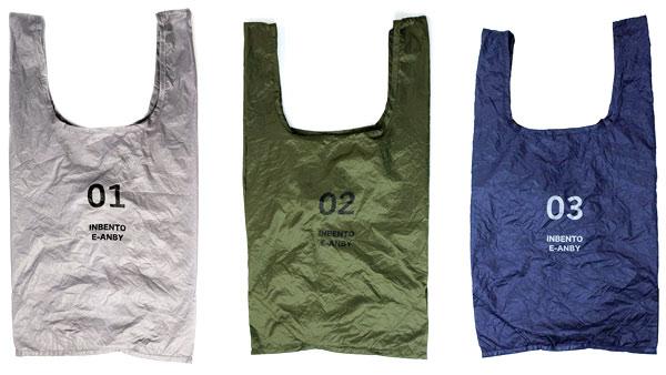 グレー、カーキ、ネイビーの3色が並べられたインベントのバッグ