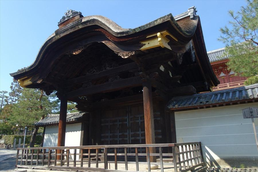 威風堂々した大徳寺の勅使門