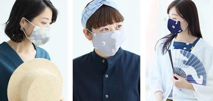 SOUSOUのマスクを着用する女性