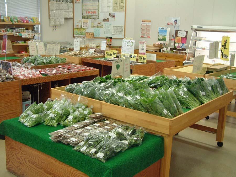 西谷産直の野菜が並ぶ西谷夢市場