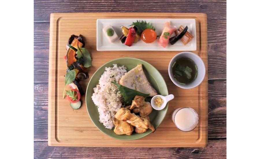 自家製の米麹甘酒を使用したランチプレート
