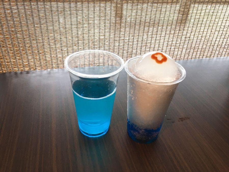 ソーダ水とアイスに乗ったゼリーに分けれて提供
