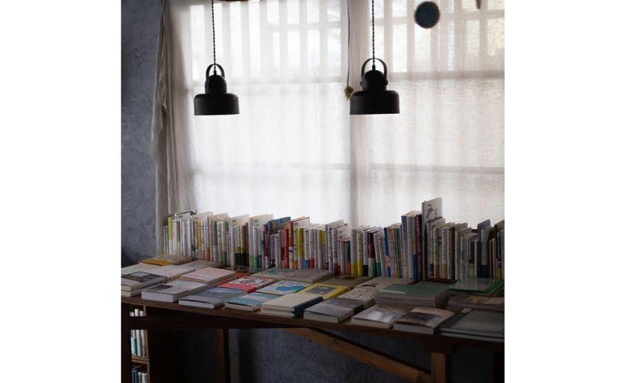 本が並ぶスペース