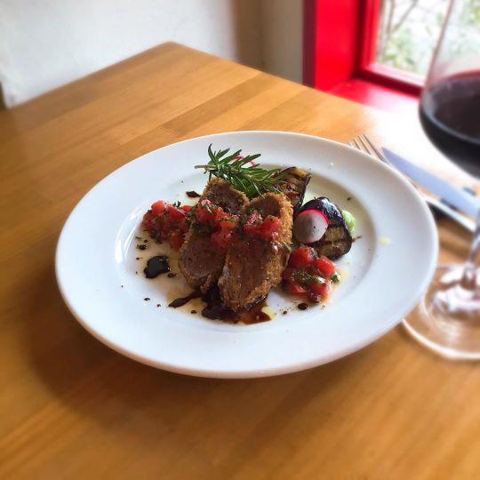 赤ワインがよく合う仔羊の香草パン粉焼き