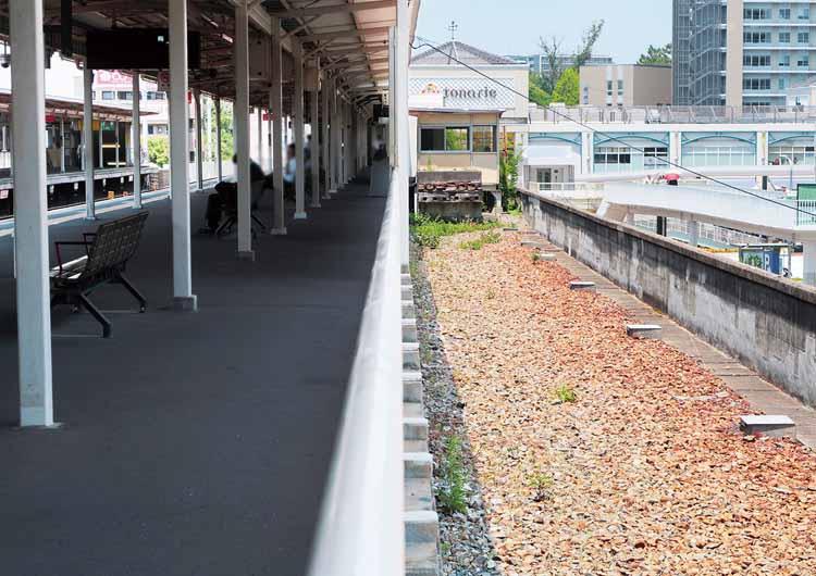 南千里駅のホーム横にある空きスペース