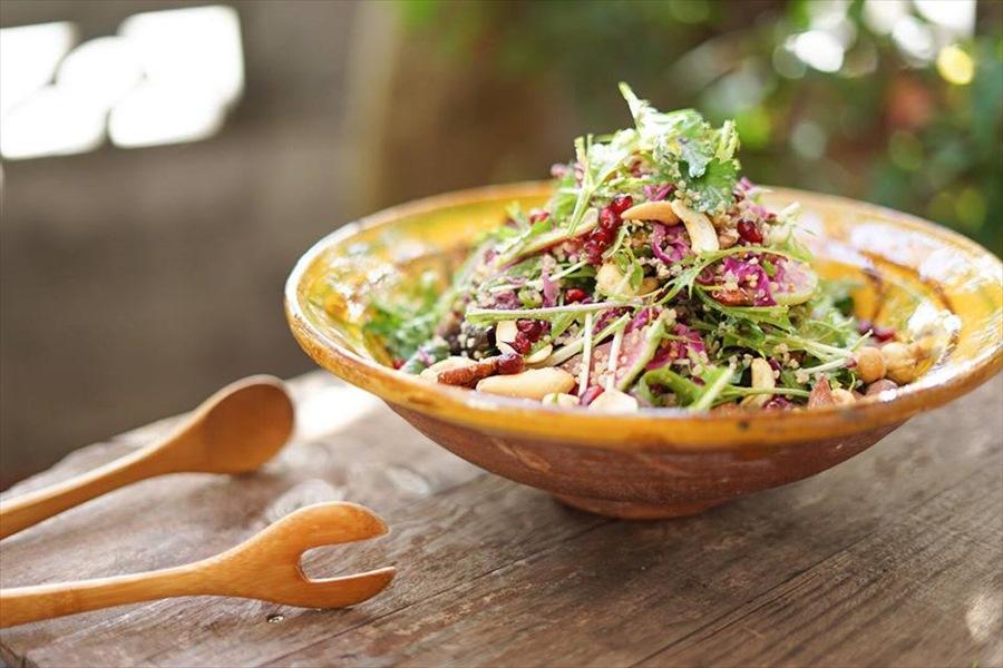 野菜をたっぷり使ったシチニア食堂のサラダ