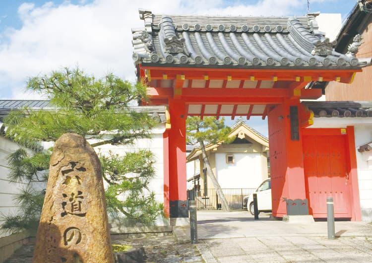 六道珍皇寺の入り口