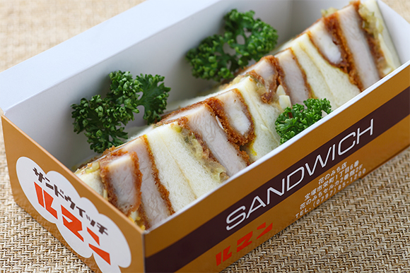 ポークかつが入ったサンドイッチ