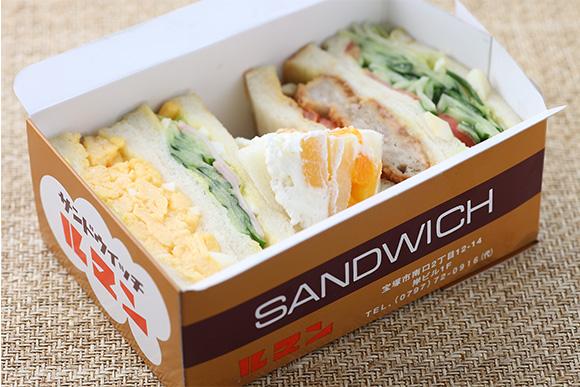 卵サンドやフルーツサンド入りのセット