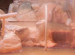 湯気が立ち込める黄金泉