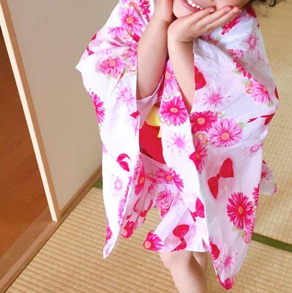 浴衣に着替えた女の子