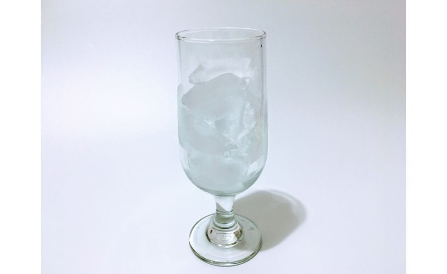 氷が入ったグラス