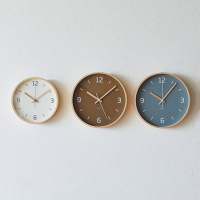 3色並んだクラウスの時計