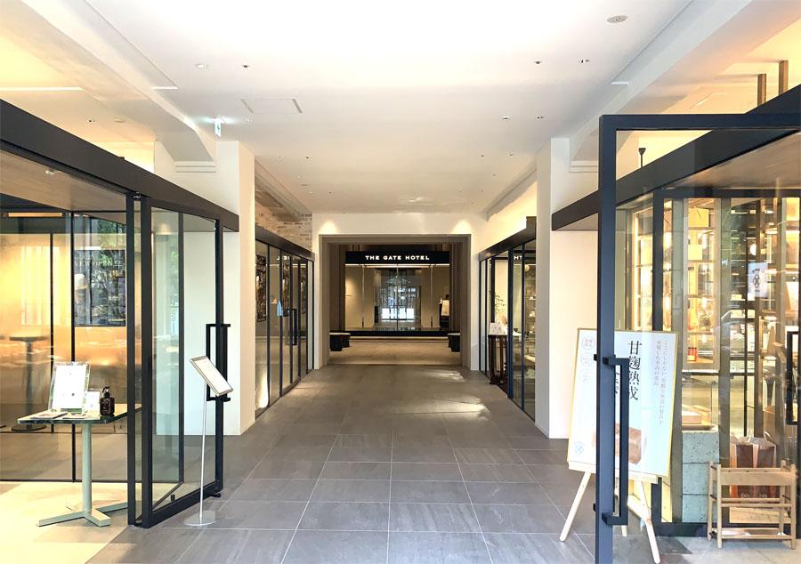 ホテルへと続くヒューリック京都のエントランス
