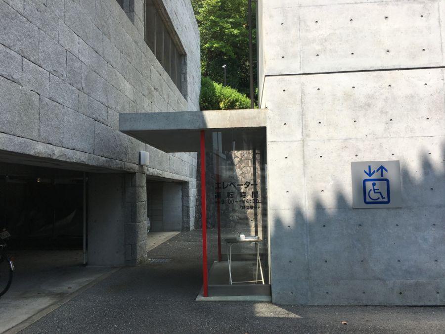 中山寺のエレベーター
