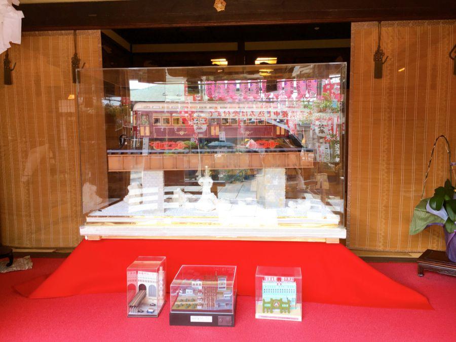 お菓子の阪急電車の展示