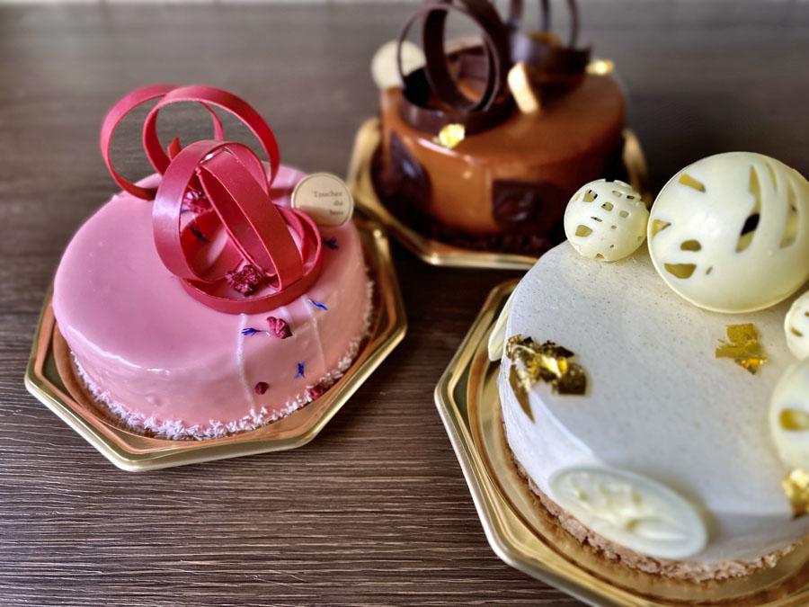 チョコレートの細工が繊細なケーキ