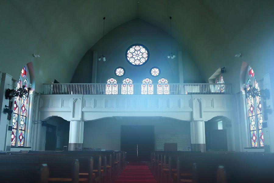 カトリック夙川教会堂内のファサード