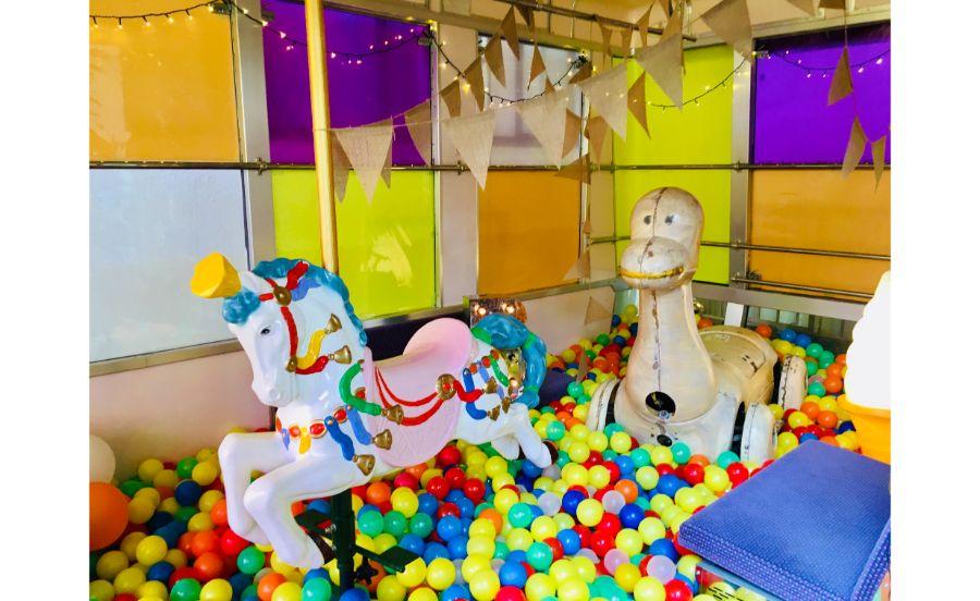 昭和を感じるものたち。カラーボールは六甲山カンツリーハウスの倉庫に眠っていたもの