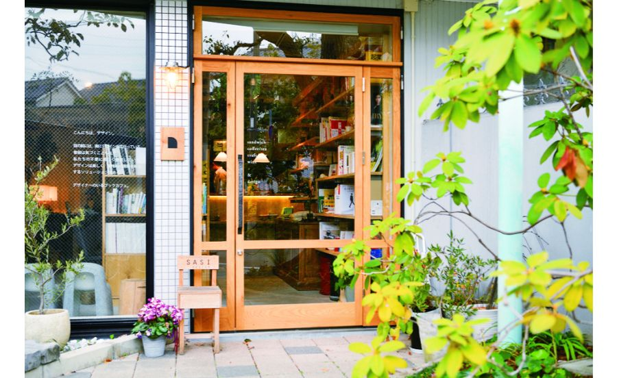デザイン会社が運営するブックカフェ