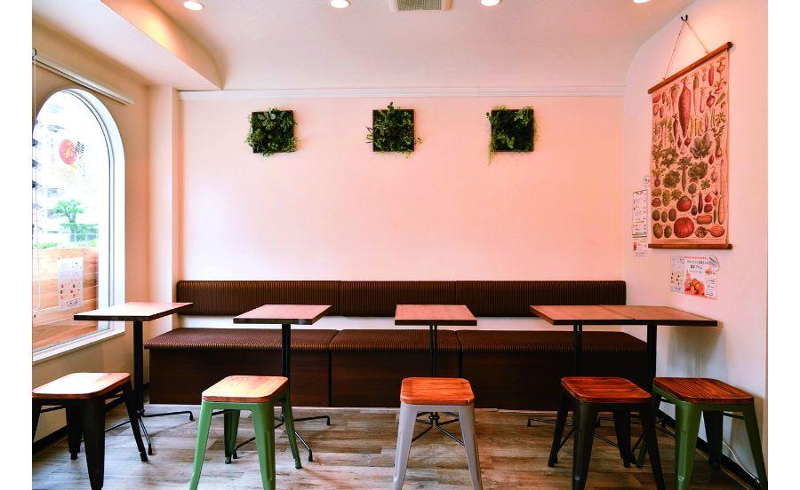 三国駅から歩く落ち着いた店内のカフェ