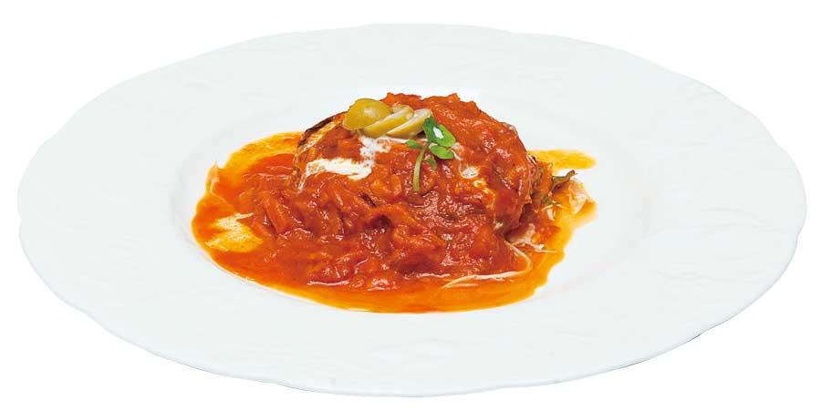 トマトソースがかかったハンバーグ