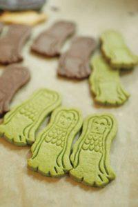 アマビエをかたどったクッキー