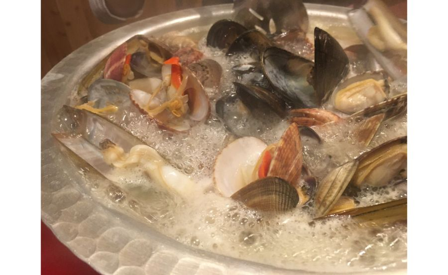 貝のうま味が染み出した貝鍋