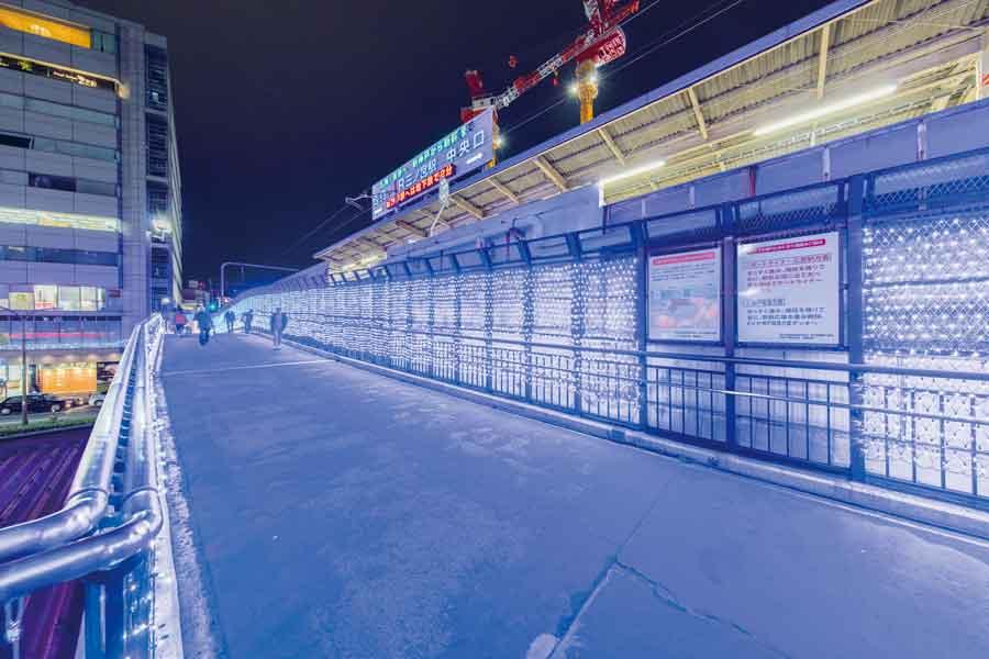 青色に輝く回廊
