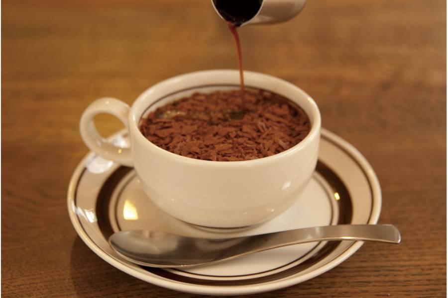コーヒーカップに入ったティラミス