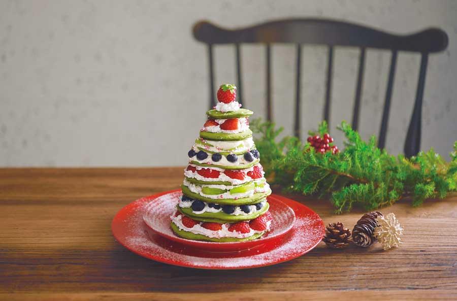 ツリー型にデコレーションしたホットケーキ