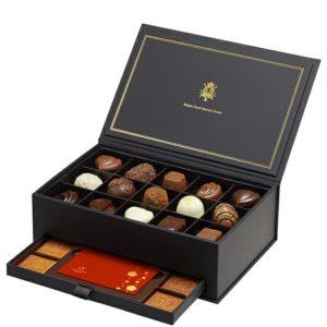 箱にたっぷり詰まったチョコレート