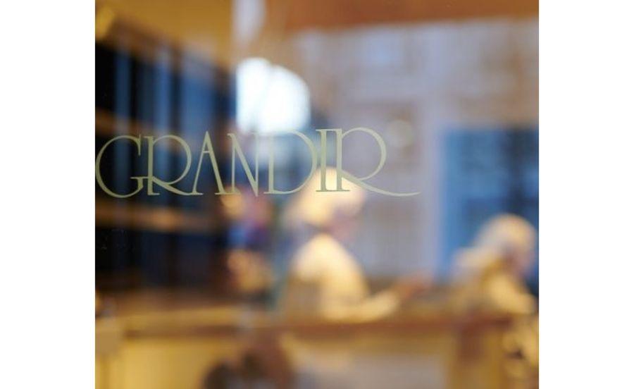 グランディールのロゴ
