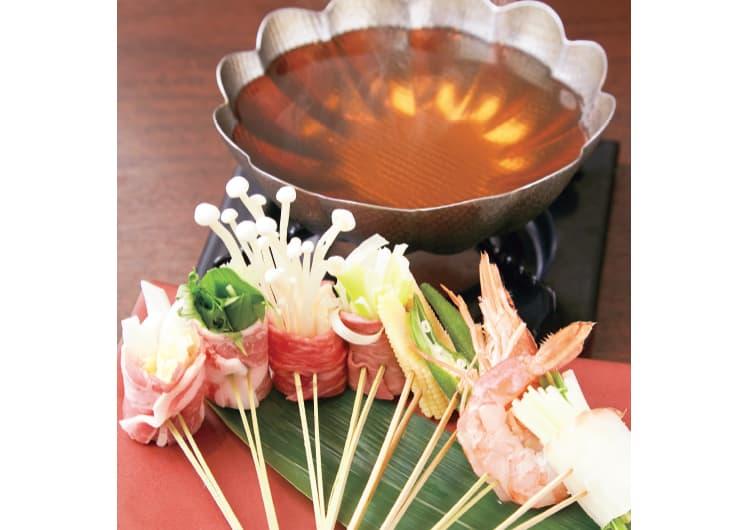 串にささった具材と鍋