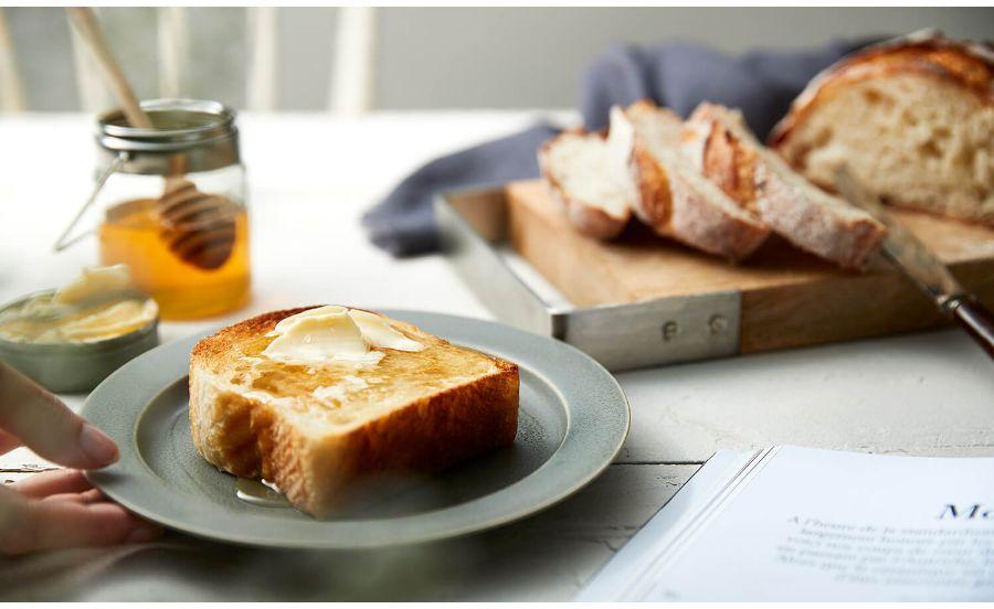 ベーカリーバカンスの食パンを食べるところ