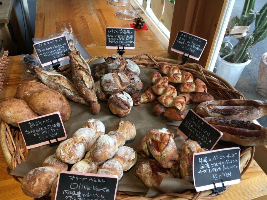 円形に並んだハード系パン