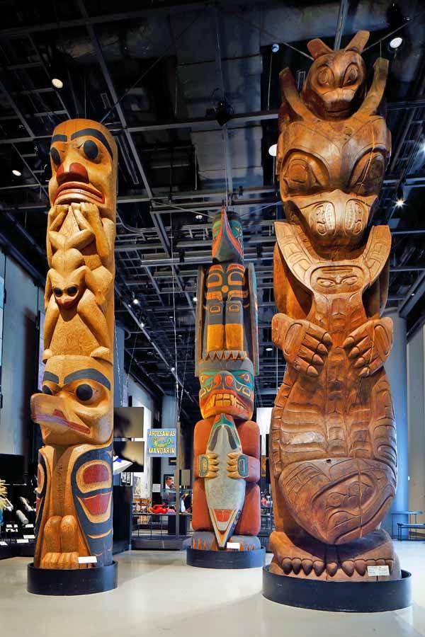 アメリカの原住民の文化トーテムポール