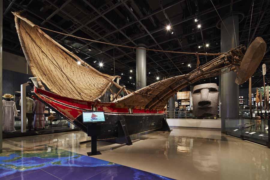 オセアニアの巨石文化や歴史を紹介する展示