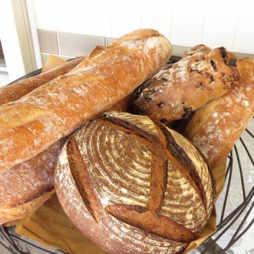 バケット、ブール、パン・ド・カンパーニュなどのハード系パン